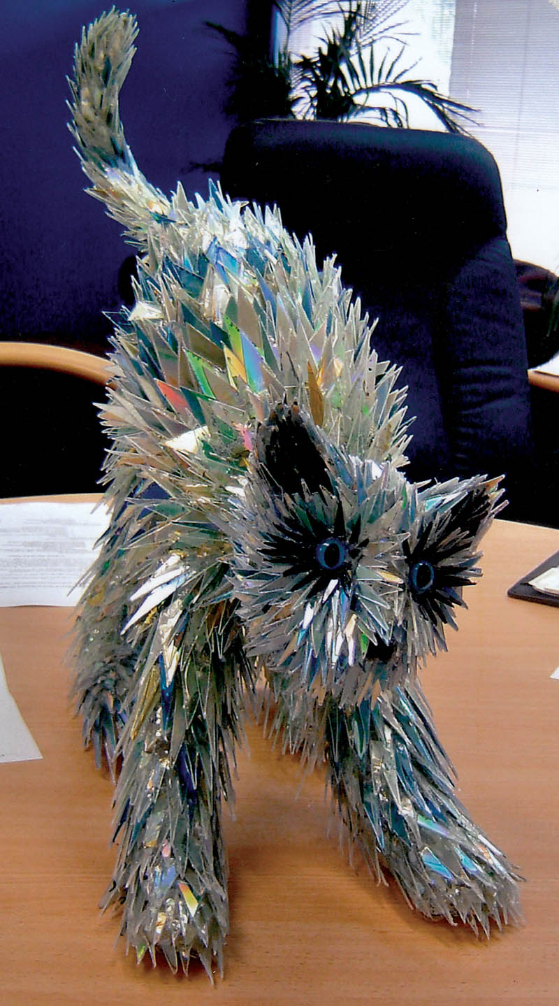 animal sculptures made from shattered cds sean avery (2)