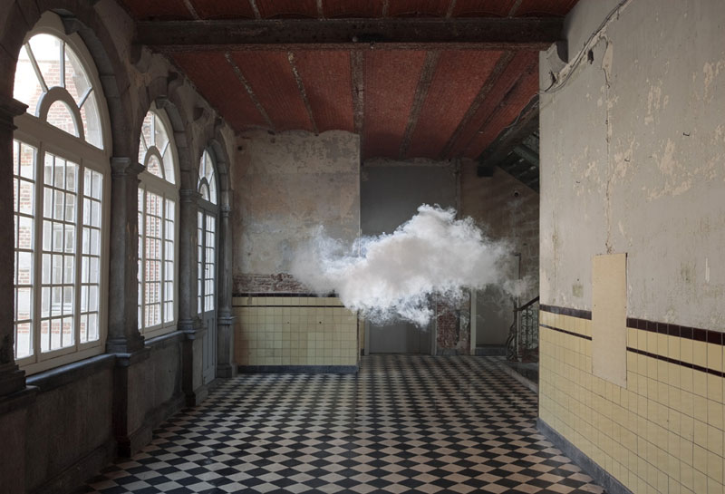 indoor nimbus cloud art installation by berndnaut smilde (5)