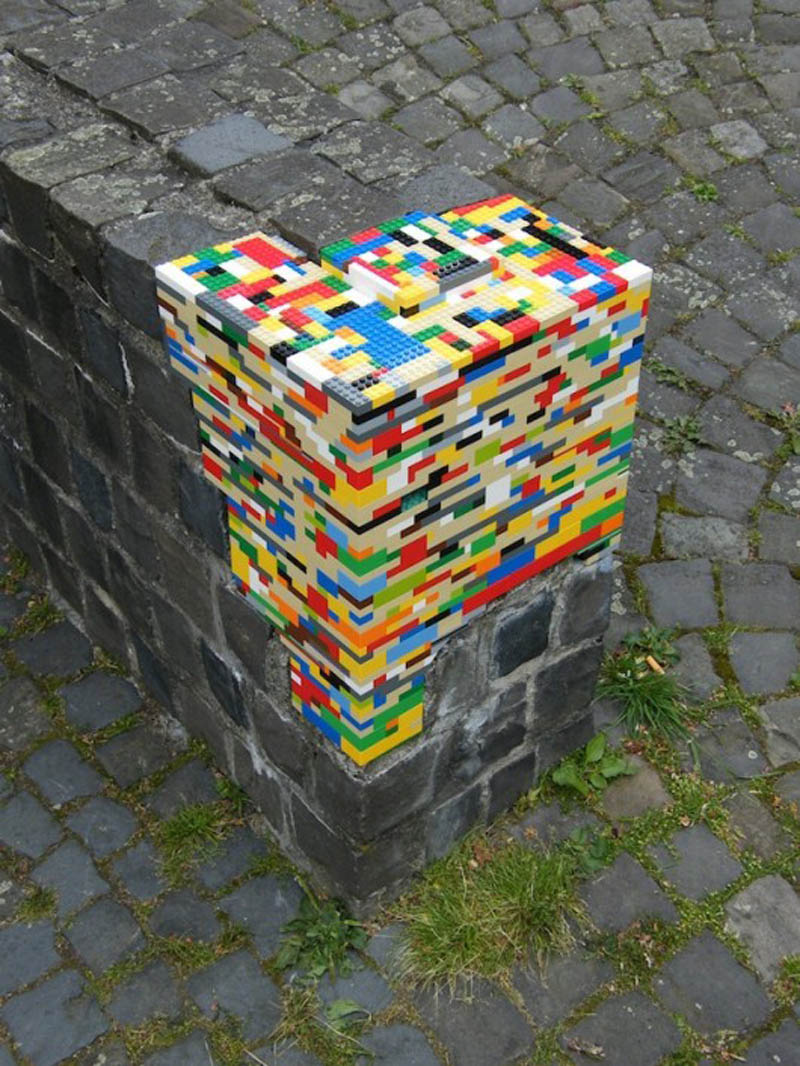 lego on edge of ledge bricks divide