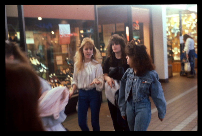 pictures from malls across america in 1989 (5)
