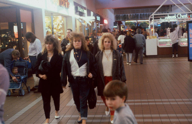 pictures from malls across america in 1989 (6)