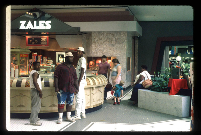 pictures from malls across america in 1989 (3)