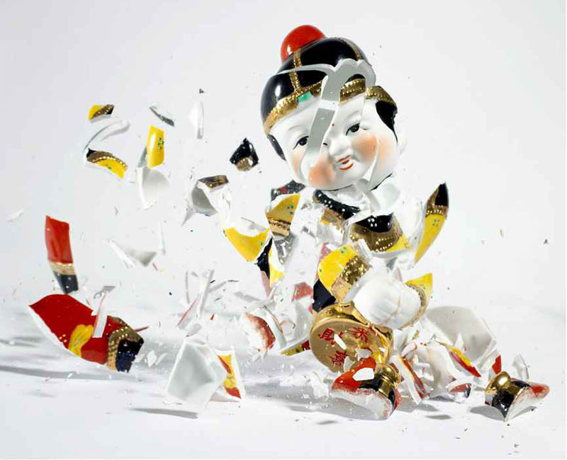porcelain figures high speed photography as they smash drop to ground shatter klimas (10)