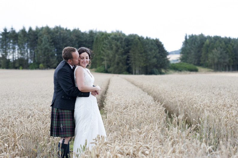 Couple: Emma and Euan. Photographer: Donna Murray Photography