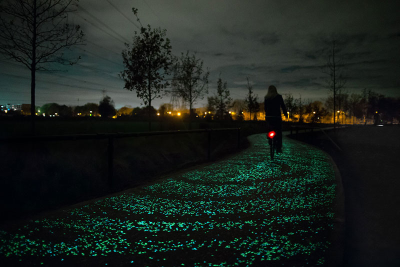 van gogh roosegaarde glow in the dark bicycle path eindhoven netherlands (2)