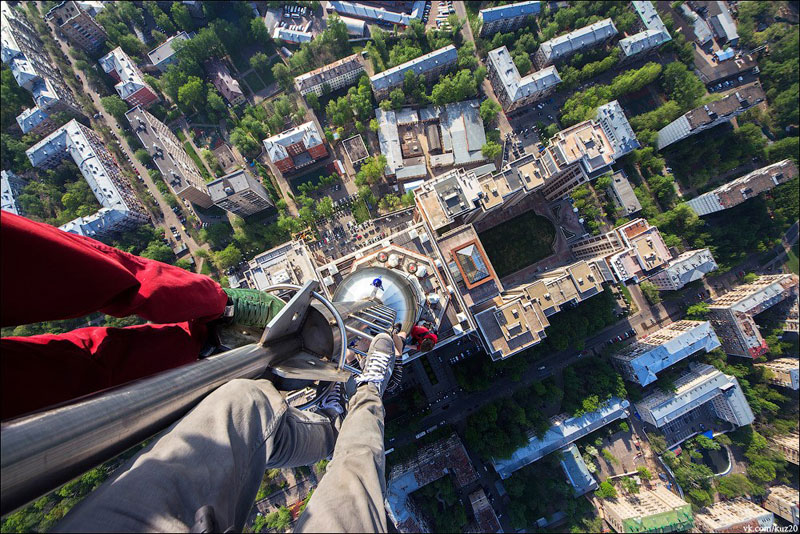 12 Photos That Look Straight Down from Perilous Heights