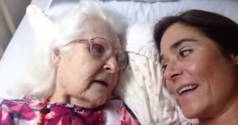 87 year-old Mother with Alzheimer's Recognizes Her Daughter