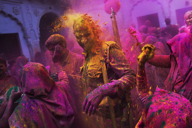 These Vivid Photos Of Widows Celebrating India's Holi Festival Will Inspire You – BuzzFeed News