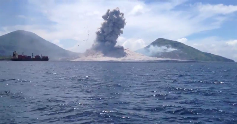Passing Boaters Capture Live Volcanic Eruption in Papua New Guinea