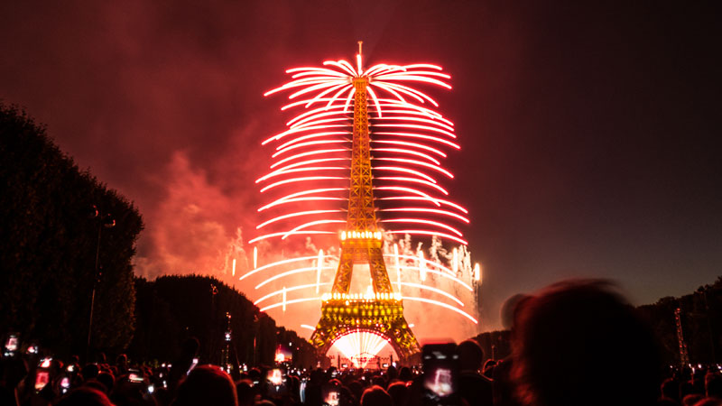 eiffer tower fireworks bastille day july 14 2014 (4)
