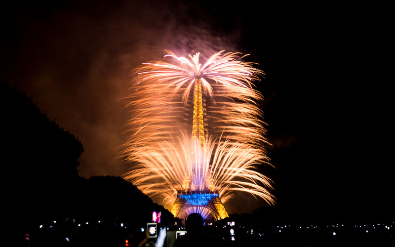 eiffer tower fireworks bastille day july 14 2014 (2)