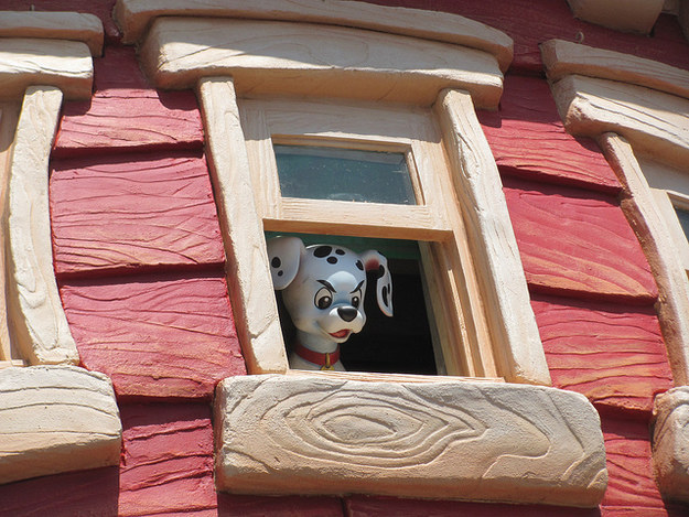And if you ring the doorbells around Mickey's Toontown, you can hear cats (at the Dog Pound), set off a flash (at the Camera Shop), or see a puppy (at the Fire Department).