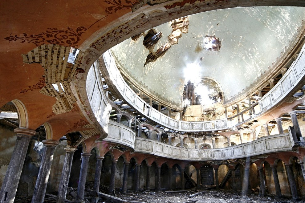 17 Hauntingly Beautiful Photos Of Abandoned Places
