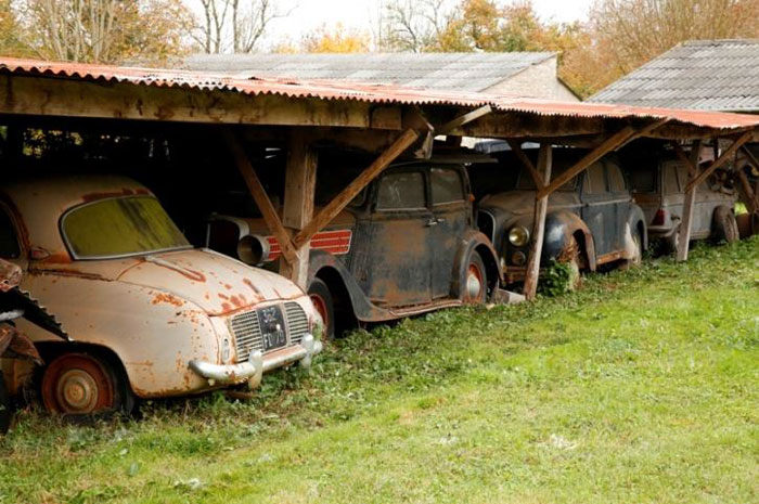 60 Rare Cars Worth Millions Found in French Countryside, Untouched for 50 Years (18)