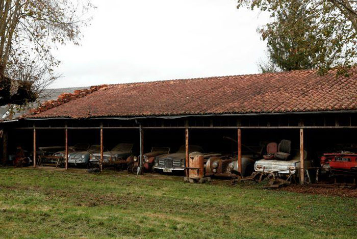 60 Rare Cars Worth Millions Found in French Countryside, Untouched for 50 Years (1)