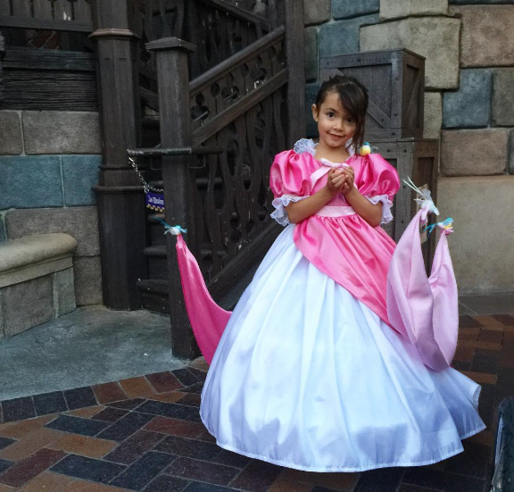 This Dad Makes Disney Costumes For His Kids And The Results Are Mind ...